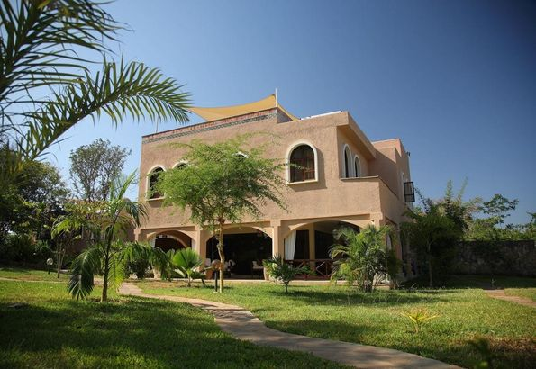 Almanara Luxury Villas пляж Диани
