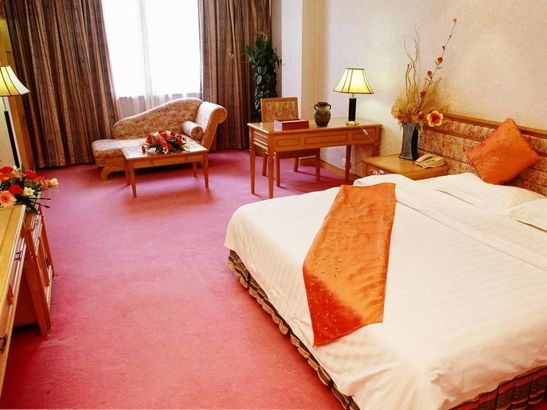 Foshan Golden City Hotel 4*