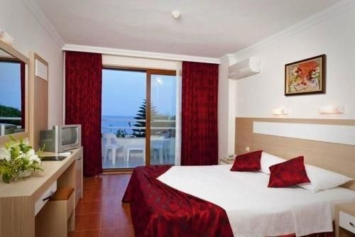 Royal Ideal Beach Hotel 4*